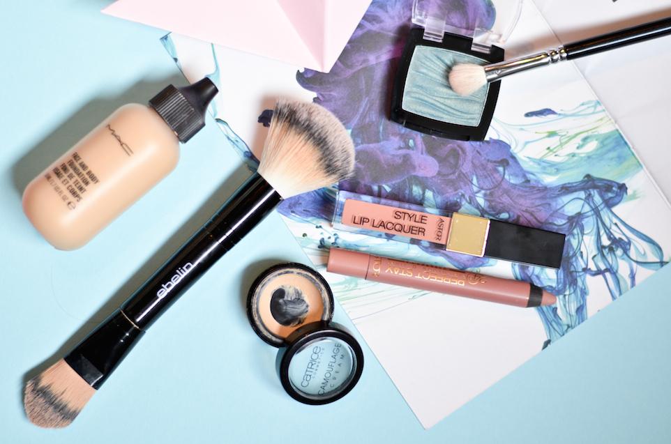 Farbtupfer trotz nude Make-Up