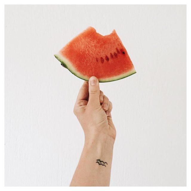 A piece of watermelon for breakfast! Feels like summer althoughhellip
