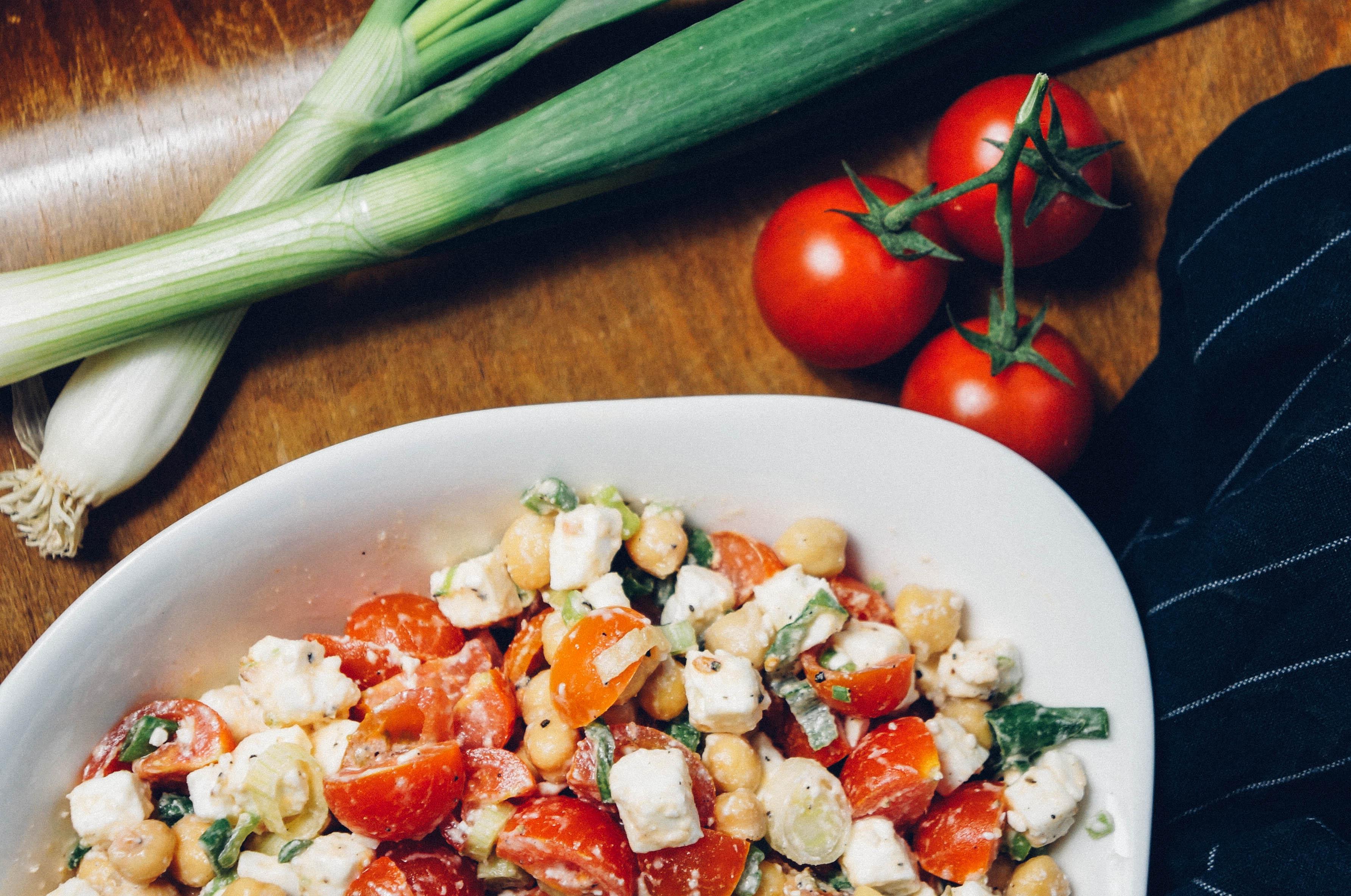 Kichererbsensalat Feta Tomate Frühlingszwiebel Salat