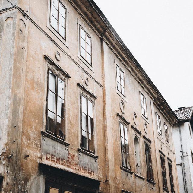 Gemischtwaren alte Fassaden sind doch einfach schn  meran visititalyhellip