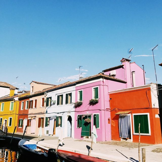 This sitze last one from Burano! There is a travelhellip