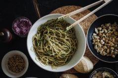 pesto-pasta-nudeln-petersilienpesto-petersilie-frisch-rezept